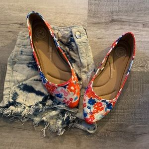 Floral Pointed Toe Flats- size 7